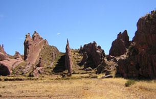 El Titicaca y La Puerta de Aramu Muru-http://www.bibliotecapleyades.net/imagenes_arqueo/titicacaaramu_02.jpg