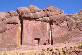 El Titicaca y La Puerta de Aramu Muru-http://www.bibliotecapleyades.net/imagenes_arqueo/titicacaaramu_04.jpg
