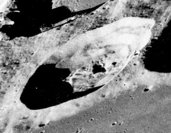 astronauts find structures on moon - photo #29
