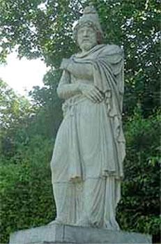 Statue of Tiridates I of Armenia  Andr  233   1687Zoroaster Statue