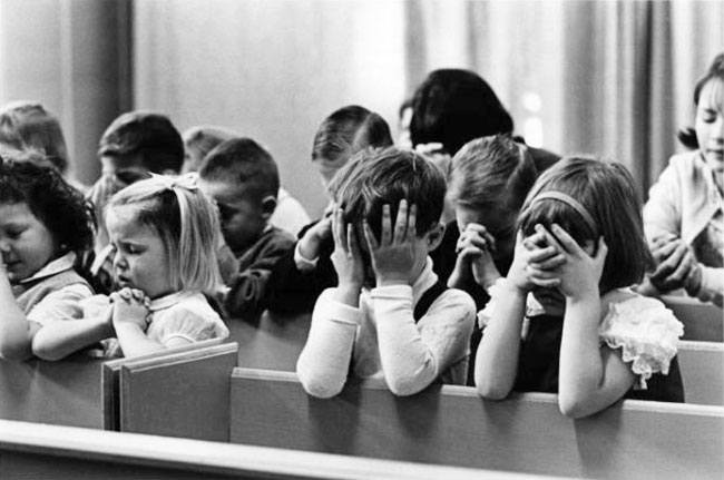 praying in school - 640×426