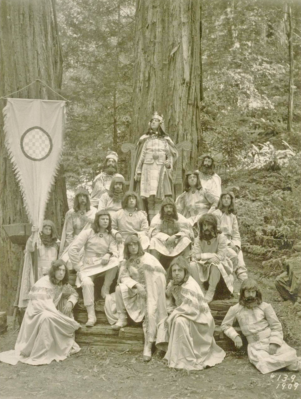 how to become a member of the bohemian club