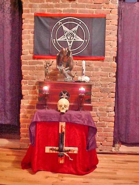 Secret Celebrity Members of the Illuminati – Qunki.com