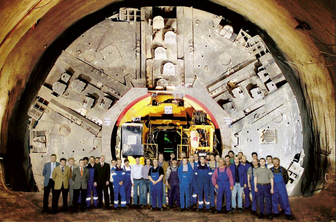 The Government Underground: Underground Military Bases, Bunkers and Tunnels Under the USA- For most of Humanity this Under Earth Network defies the imagination.