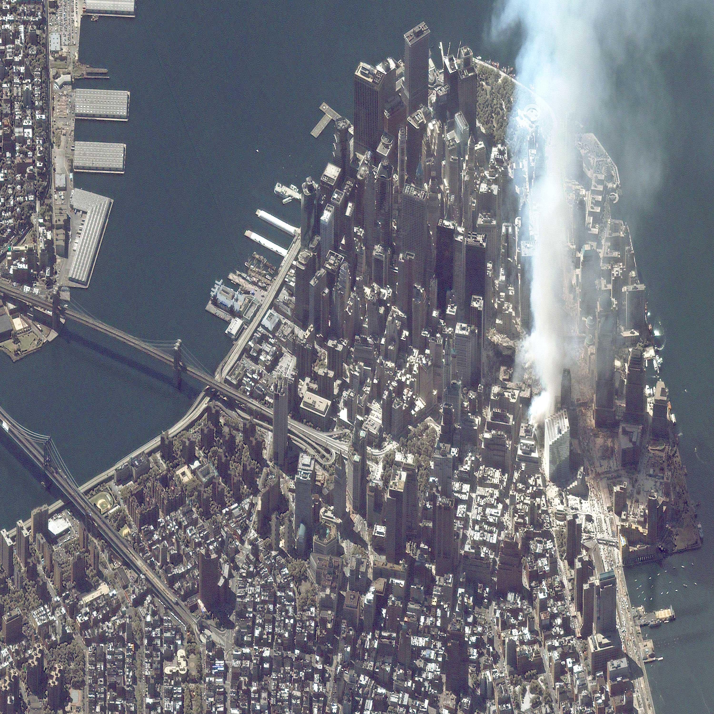 https://www.bibliotecapleyades.net/sociopolitica/9-11_images/manhattan_9_12_01.jpg